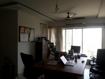 Gallery Cover Image of 1300 Sq.ft 2.5 BHK Apartment for rent in Goregaon West for 56000