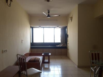 Gallery Cover Image of 1200 Sq.ft 3 BHK Apartment for rent in Kandivali East for 30000