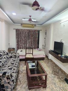 Gallery Cover Image of 1200 Sq.ft 2 BHK Apartment for rent in Shakthi Apartments, Anna Nagar for 28000