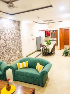 Gallery Cover Image of 2000 Sq.ft 2 BHK Independent Floor for rent in Sushant Lok I for 38000