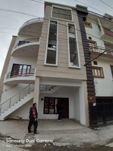 Gallery Cover Image of 1500 Sq.ft 3 BHK Independent Floor for buy in Aman Vihar for 4800000