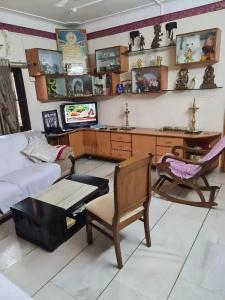 Gallery Cover Image of 8500 Sq.ft 10 BHK Independent House for buy in Fursungi for 31500000