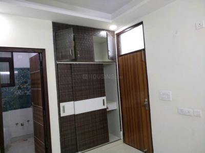 Gallery Cover Image of 750 Sq.ft 2 BHK Independent Floor for buy in Sector 105 for 2700000