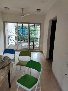 Gallery Cover Image of 1500 Sq.ft 3 BHK Apartment for rent in Supreme Pearl, Khar West for 130000
