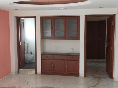 Gallery Cover Image of 900 Sq.ft 2 BHK Apartment for buy in Colaba for 42500000
