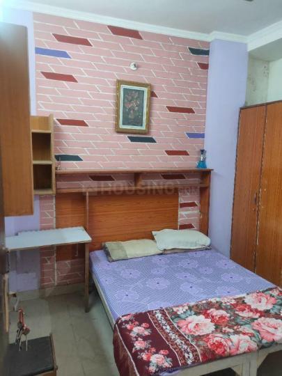 पटेल नगर में नो ब्रोकरेज रूम्स के बेडरूम की तस्वीर