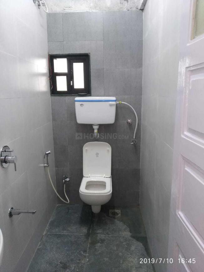 Bathroom Image of 920 Sq.ft 2 BHK Apartment for rent in Bandra West for 80000
