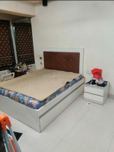 Gallery Cover Image of 650 Sq.ft 1 BHK Apartment for rent in Cumballa Hill for 80000