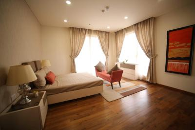 Gallery Cover Image of 2500 Sq.ft 3 BHK Apartment for rent in DLF Phase 3 for 80000