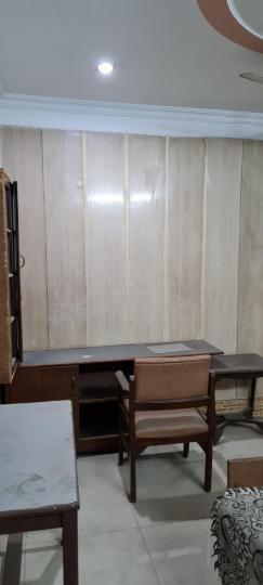 करोल बाग में रेडी टू मूव पीजी के हॉल की तस्वीर