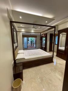 Gallery Cover Image of 1500 Sq.ft 3 BHK Apartment for rent in Skyline Oasis, Ghatkopar West for 80000