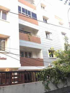Gallery Cover Image of 1250 Sq.ft 3 BHK Apartment for rent in Choolaimedu for 27000