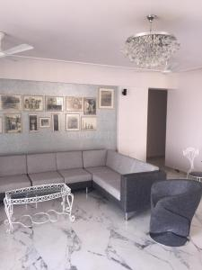 Gallery Cover Image of 1525 Sq.ft 3 BHK Apartment for rent in Santacruz East for 100000