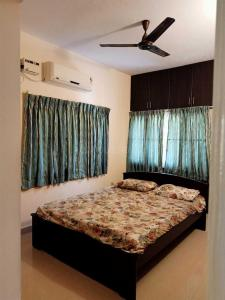Gallery Cover Image of 4300 Sq.ft 5 BHK Independent House for rent in Neelankarai for 110000