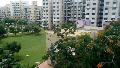 Gallery Cover Image of 1200 Sq.ft 2 BHK Apartment for rent in Cosmos, Magarpatta City for 28000