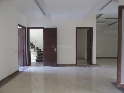Gallery Cover Image of 1980 Sq.ft 3.5 BHK Independent Floor for buy in Sector 57 for 13500000