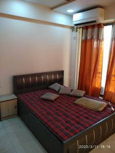 Gallery Cover Image of 1050 Sq.ft 2 BHK Apartment for rent in Ravi Gaurav Woods, Mira Road East for 21000