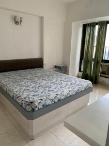 Gallery Cover Image of 1250 Sq.ft 2 BHK Apartment for rent in Lokhandwala Residency, Worli for 80000