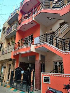 Gallery Cover Image of 750 Sq.ft 5 BHK Independent House for buy in S.G. Palya for 15000000