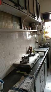 बांद्रा वेस्ट में नियर मोती महल रैस्टौरेंट के किचन की तस्वीर