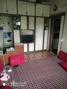 Gallery Cover Image of 627 Sq.ft 1 BHK Apartment for rent in Meena Apartments, Byculla for 35000