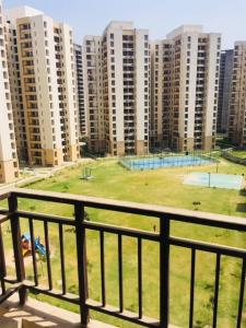 Gallery Cover Image of 940 Sq.ft 2 BHK Apartment for buy in Jaypee Kosmos, Sector 134 for 3000000