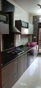 Gallery Cover Image of 1100 Sq.ft 2 BHK Apartment for rent in Seawoods for 32000