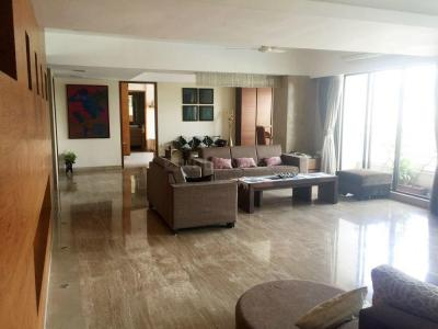Gallery Cover Image of 1250 Sq.ft 2 BHK Apartment for rent in Maker Tower, Cuffe Parade for 180000