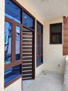 Gallery Cover Image of 1600 Sq.ft 4 BHK Independent Floor for buy in Sector 10A for 7000000