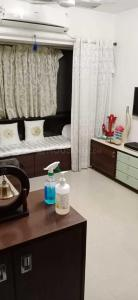 Gallery Cover Image of 350 Sq.ft 1 RK Apartment for buy in Santacruz East for 7500000