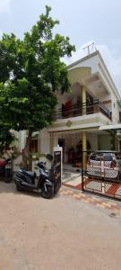 Gallery Cover Image of 1404 Sq.ft 3 BHK Independent House for buy in Thakkarbapa Nagar for 9000000