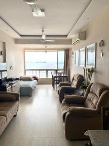 Gallery Cover Image of 675 Sq.ft 1 BHK Apartment for rent in Shangrila, Colaba for 90000