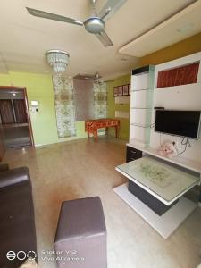 Gallery Cover Image of 1200 Sq.ft 2 BHK Apartment for rent in Ulwe for 19500