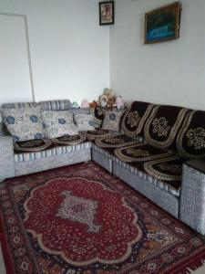 Gallery Cover Image of 1400 Sq.ft 3 BHK Apartment for rent in Hadapsar for 35000