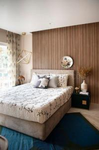 Gallery Cover Image of 1200 Sq.ft 3 BHK Apartment for buy in Evershine Crown, Kandivali East for 22000000