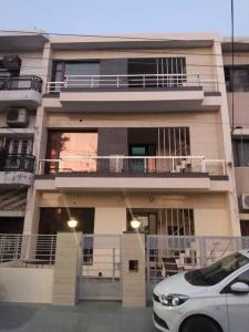 Gallery Cover Image of 1200 Sq.ft 3 BHK Independent Floor for buy in Sector 20 for 13500000