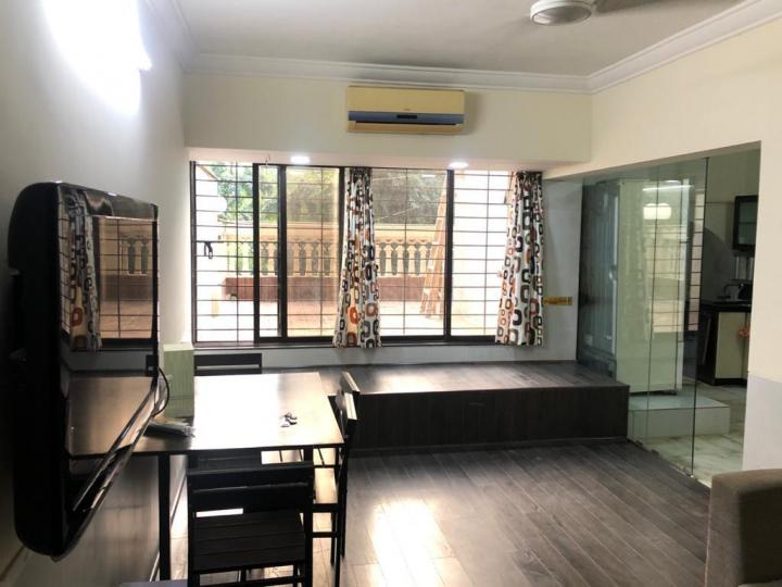 Living Room Image of 1000 Sq.ft 2 BHK Apartment for rent in Bandra West for 105000