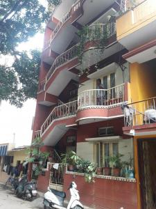 Gallery Cover Image of 470 Sq.ft 1 BHK Independent Floor for rent in Shanti Nagar for 18000