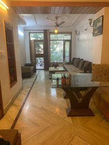 Gallery Cover Image of 1200 Sq.ft 2 BHK Independent House for buy in Sukhdev Vihar for 14200000