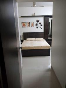Gallery Cover Image of 1050 Sq.ft 3 BHK Apartment for rent in Thane West for 32000