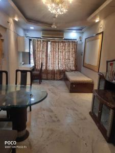 Gallery Cover Image of 750 Sq.ft 2 BHK Apartment for buy in Borivali West for 23500000