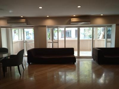 Gallery Cover Image of 5000 Sq.ft 4 BHK Independent Floor for rent in Juhu for 600000
