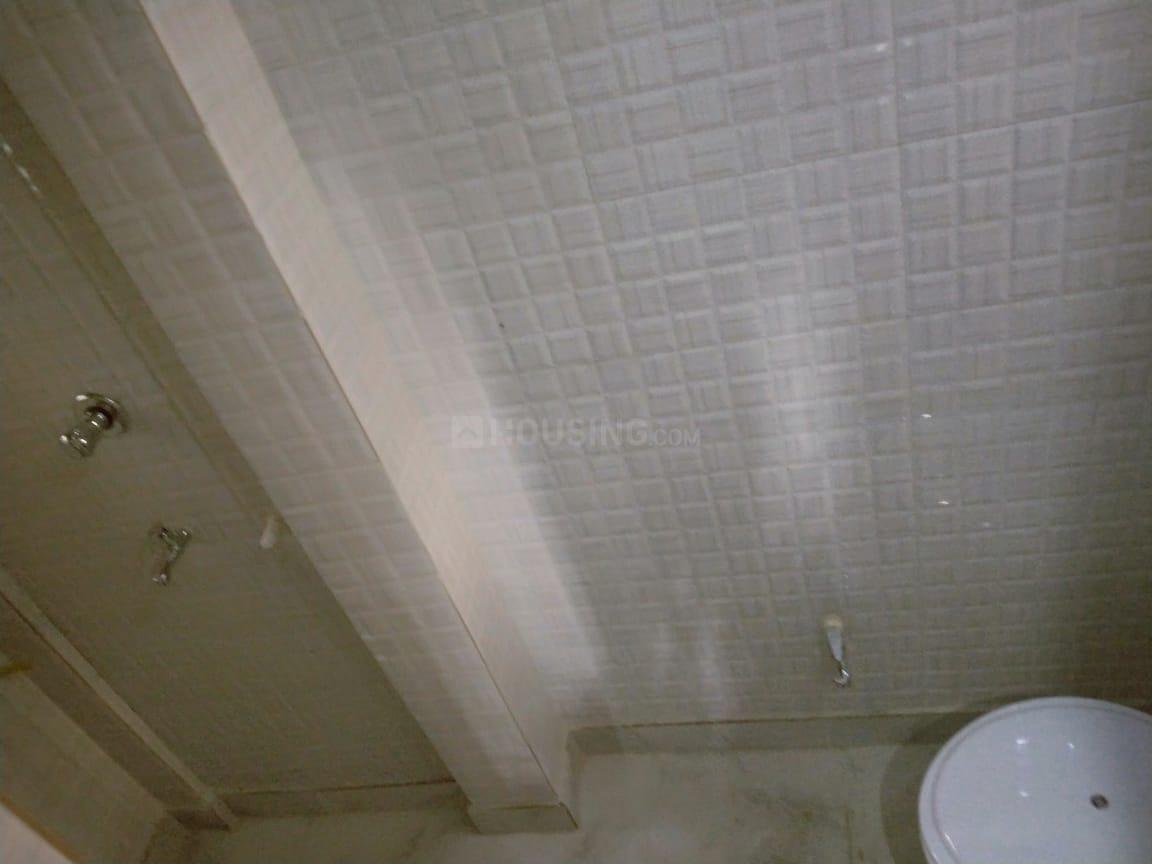 Common Bathroom One Image of 400 Sq.ft 1 BHK Independent House for rent in Garia for 7000