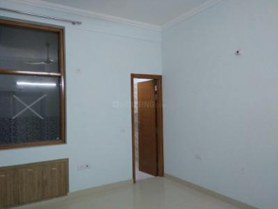 Gallery Cover Image of 2000 Sq.ft 2 BHK Independent Floor for rent in Sector 105 for 14000