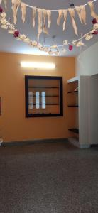 Gallery Cover Image of 540 Sq.ft 1 BHK Apartment for rent in Bharani Flats, Chromepet for 8200