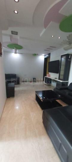 मलाड ईस्ट में गोरेगांव ईस्ट पीजी के हॉल की तस्वीर