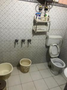 Bathroom Image of 624 Sq.ft 1 BHK Independent Floor for buy in Pandav Nagar for 3500000
