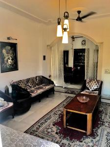 Gallery Cover Image of 1670 Sq.ft 3 BHK Independent Floor for buy in Sector 50 for 8800000