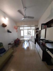 Gallery Cover Image of 570 Sq.ft 1 BHK Apartment for rent in Colaba for 75000