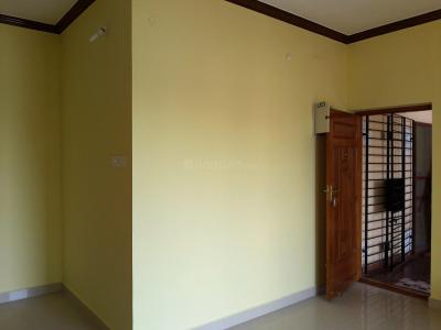 Gallery Cover Image of 1200 Sq.ft 2 BHK Apartment for rent in Selaiyur for 15000